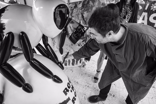 Liam Gallagher puts finishing touches to Bee sculpture